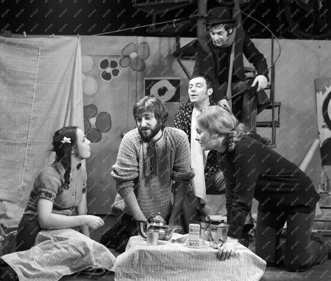 Kultúra - Színház - Katajev: A kör négyszögesítése