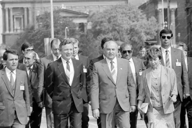 Külpolitika - Gorbacsov baráti látogatása Budapesten