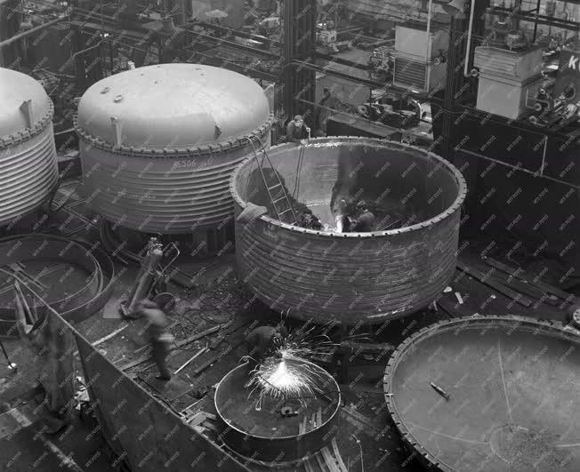 Ipar - Impregnáló kazán készül a Láng Gépgyárban