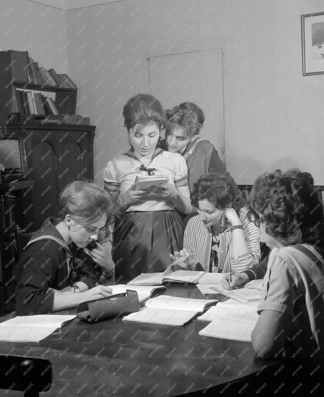 Oktatás - Érettségi vizsgákra készülnek a tanulók