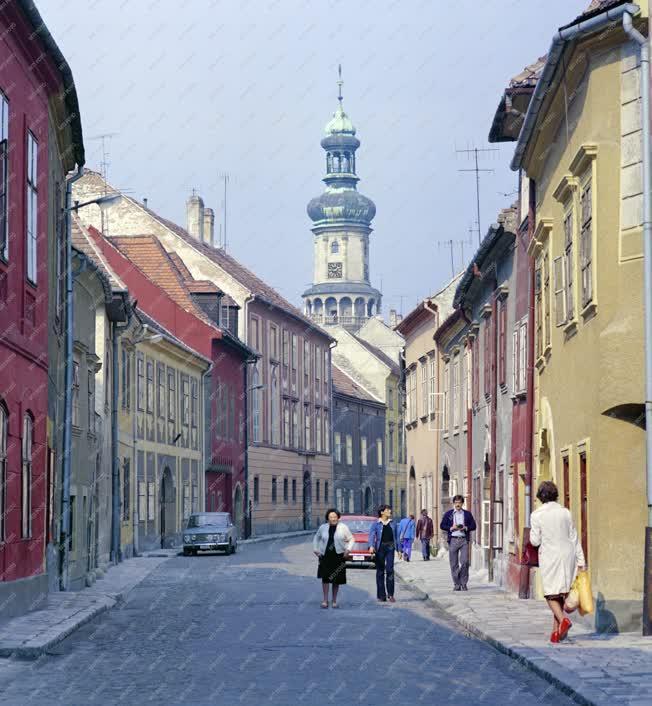 Városkép - Soproni utcarészlet a tűztoronnyal