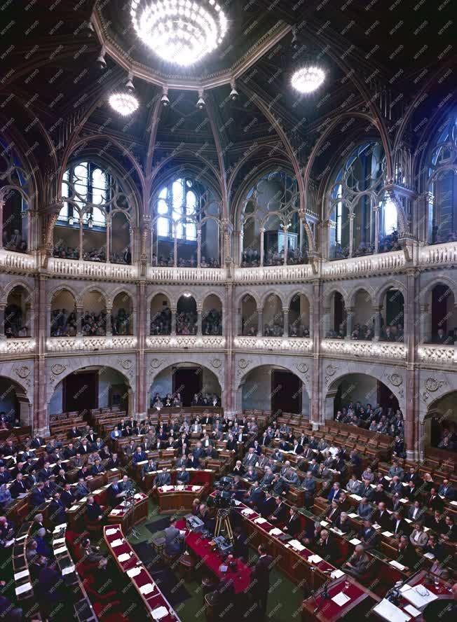 Belpolitika - Országgyűlés