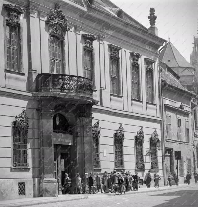 Oktatás - Úttörőkiállítás az egykori hercegi palotában