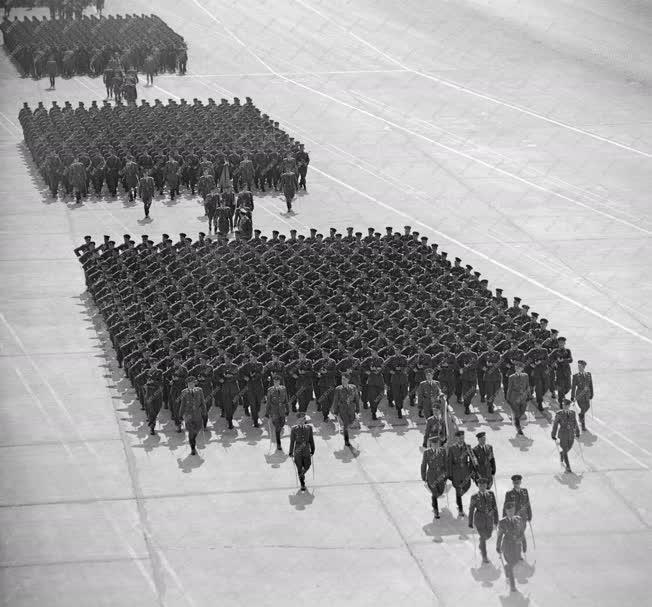 Évforduló - Fegyveres erők - Katonai díszszemle
