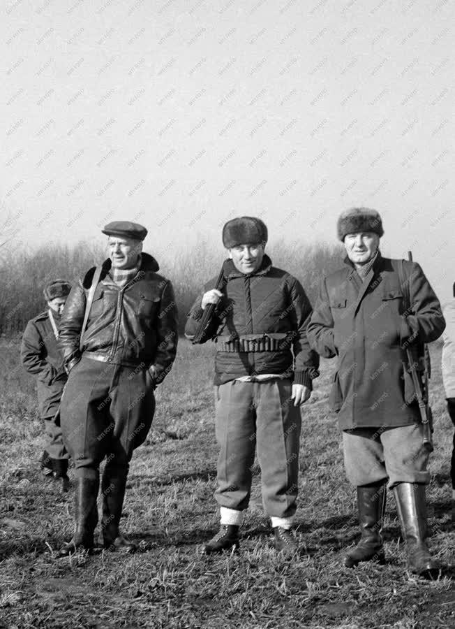 Külkapcsolat - Szabadidő - Vadásznak a Magyarországon tartózkodó a jugoszláv delegáció tagjai