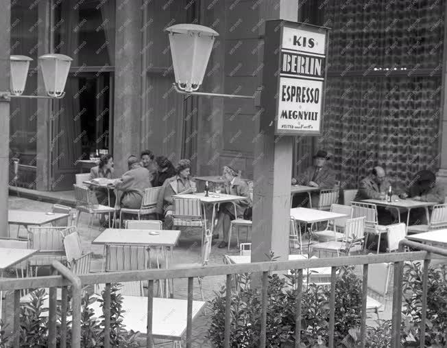 Vendéglátás - Megnyílt a Kis-Berlin eszpresszó kerthelyisége