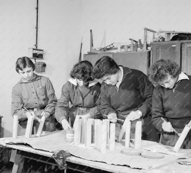 Oktatás - Gimnázium Sztálinvárosban
