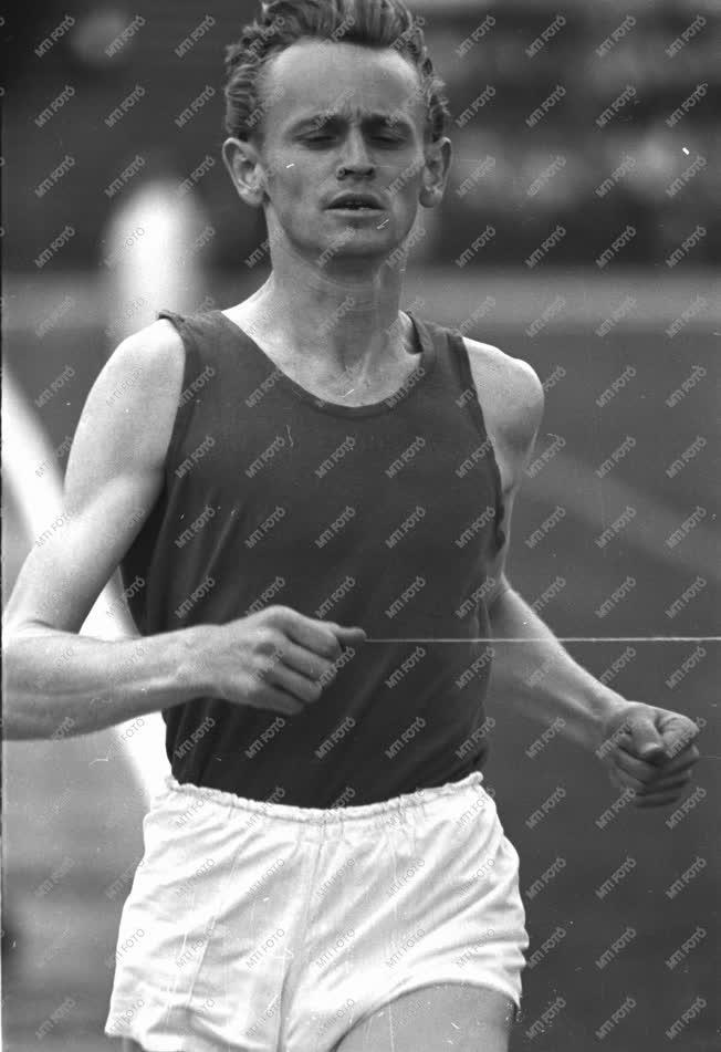 Sport - Országos Atlétikai Bajnokság - 1500 méteres síkfutás