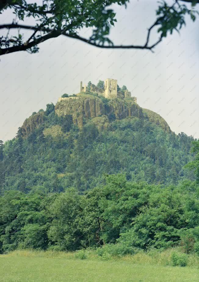 Városkép - A füzéri vár