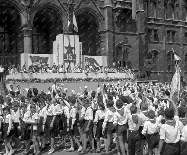 Ünnepség - Magyar úttörők III. találkozója