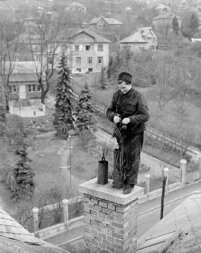 Foglalkozás - Gróf Ilona kéményseprő