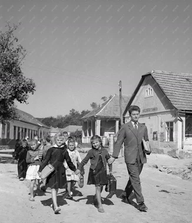 Oktatás - Segítséggel kezdőhet a tanítás Cserépváralján
