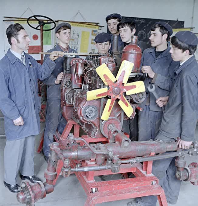 Oktatás - Gépész szakmunkástanulók