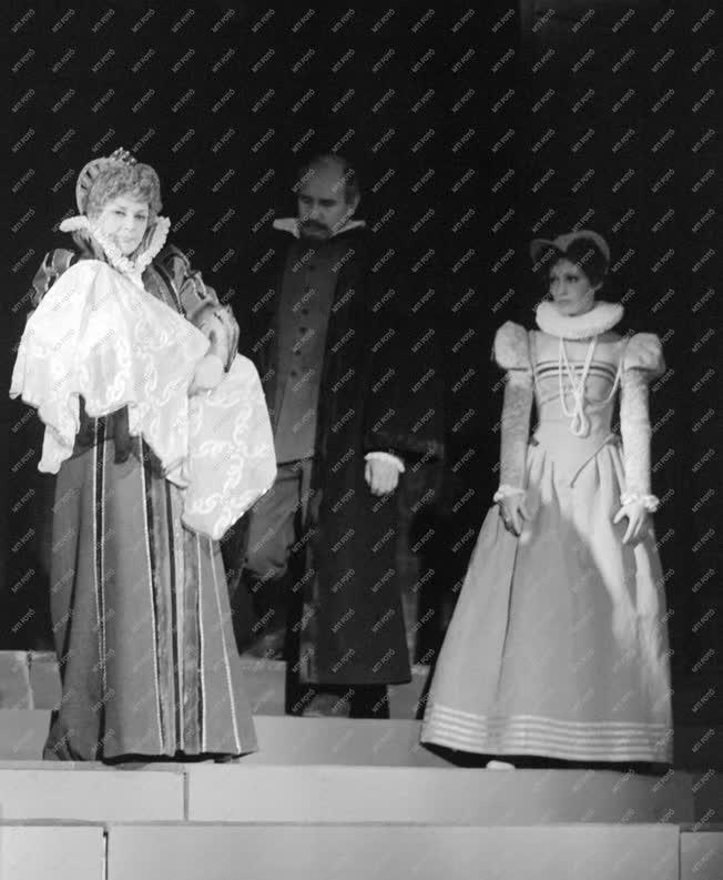 Kultúra - Színház - Robert Bolt: Éljen a királynő