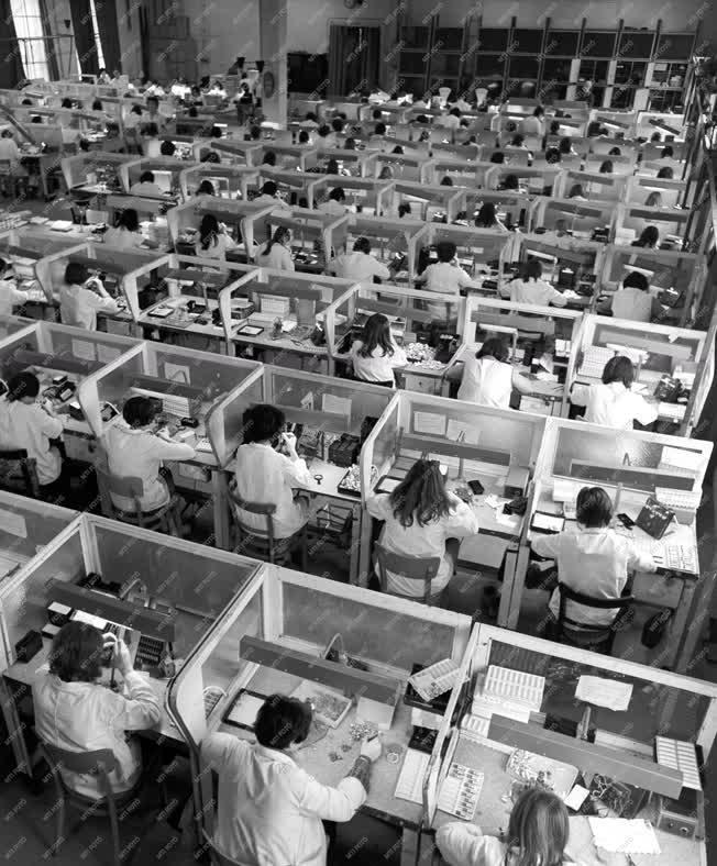 Elektronikai ipar - Fiatalok gyára - Egyesült Izzó kaposvári gyára