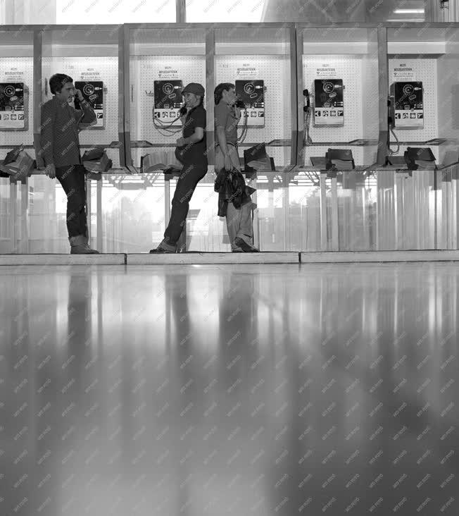 Közlekedés - Életkép - Ferihegyi repülőtér