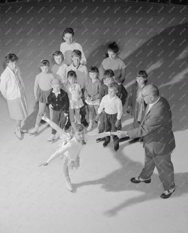 Sport - Műkorcsolyázók felkészülése