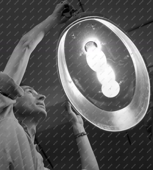 Elektronikai ipar - Új higanygőz lámpák