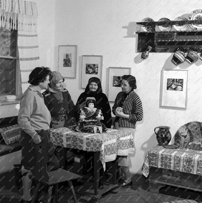 Kultúra - Néprajz - Néprajzi szoba a bogádi általános iskolában