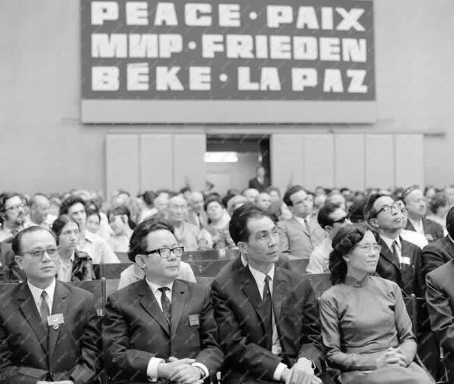Külkapcsolat - Békenagygyűlés a Sportcsarnokban