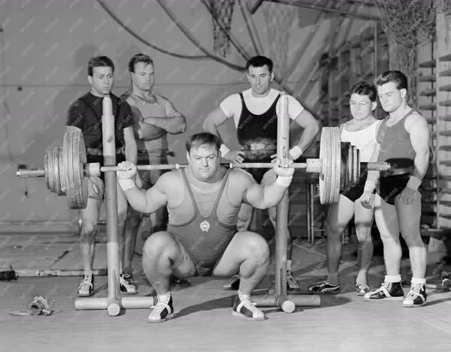 Sport - Felkészülés a bécsi súlyemelő V- és Eb-re