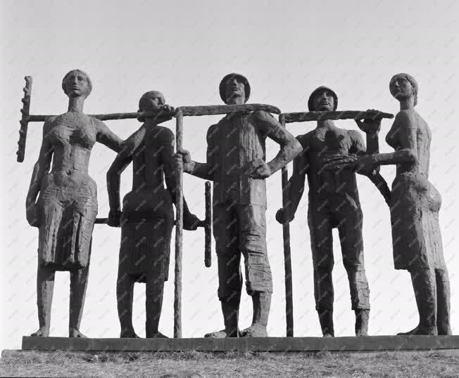 Kultúra - Somogyi József Aratók című szoborcsoport