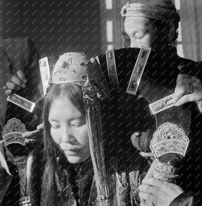 Életkép - Kultúra - Mongol menyasszony