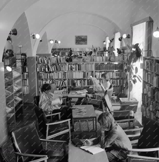 Városkép-életkép - A paksi városi könyvtár