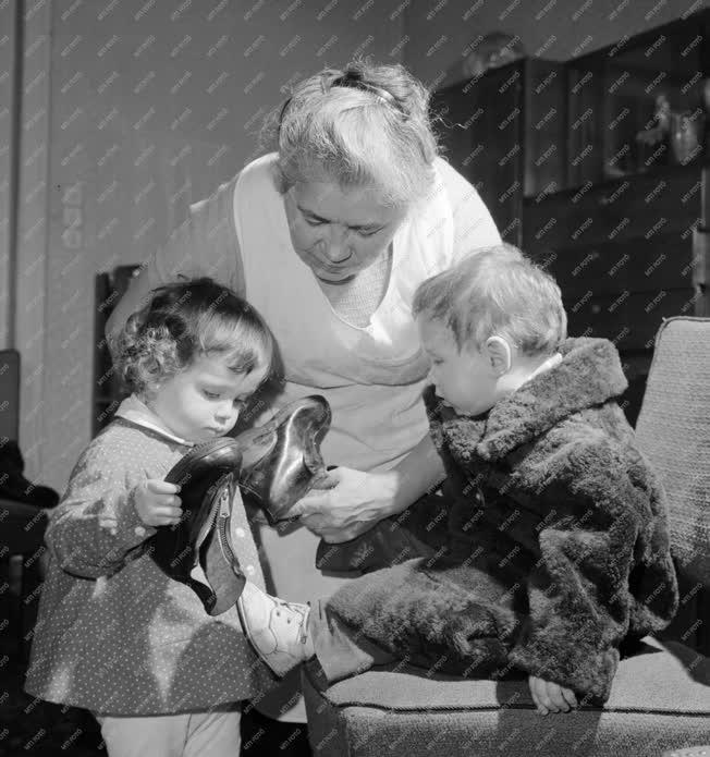 Foglalkozás - Egészséges gyermekek házi felügyelete