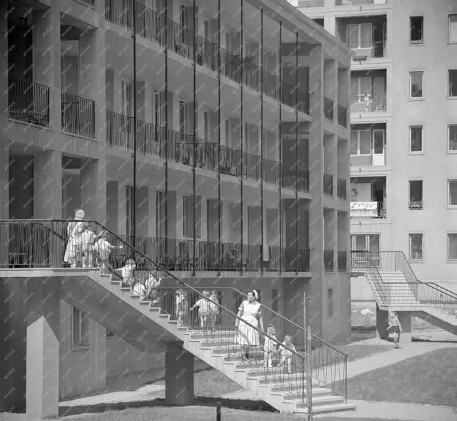 Városkép - Életkép - Új lakótelep Lágymányoson