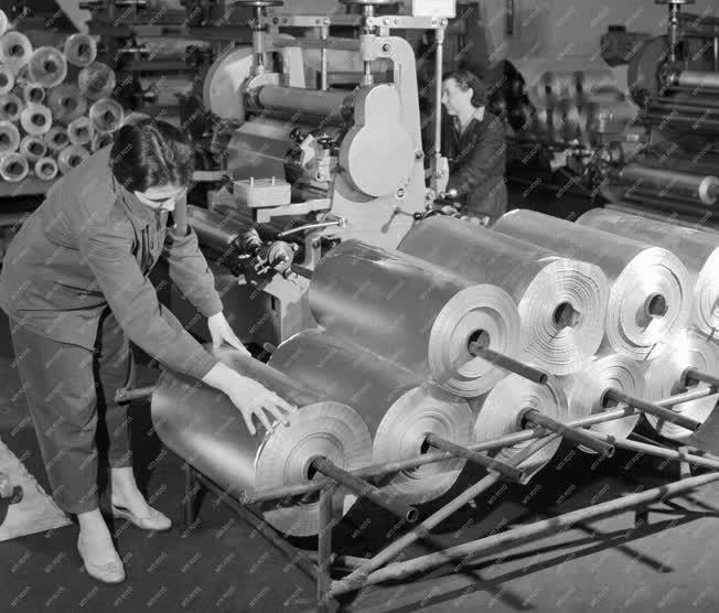 Ipar - Alumínium fólia gyártás a Kőbányai Könnyűfémműben
