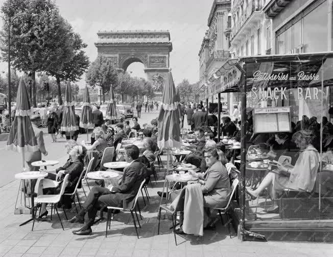 Városkép - Párizsi sugárút