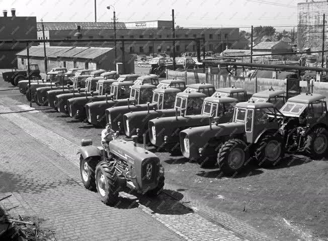 Járműipar - D-4-K típusú négykerék meghajátsú traktorok
