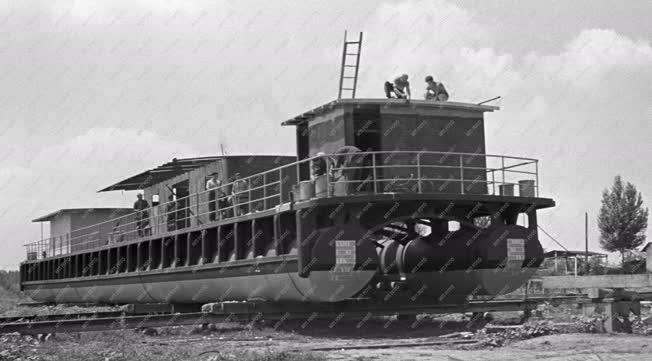 Közlekedés - Hajózás - Hajóállomás épül