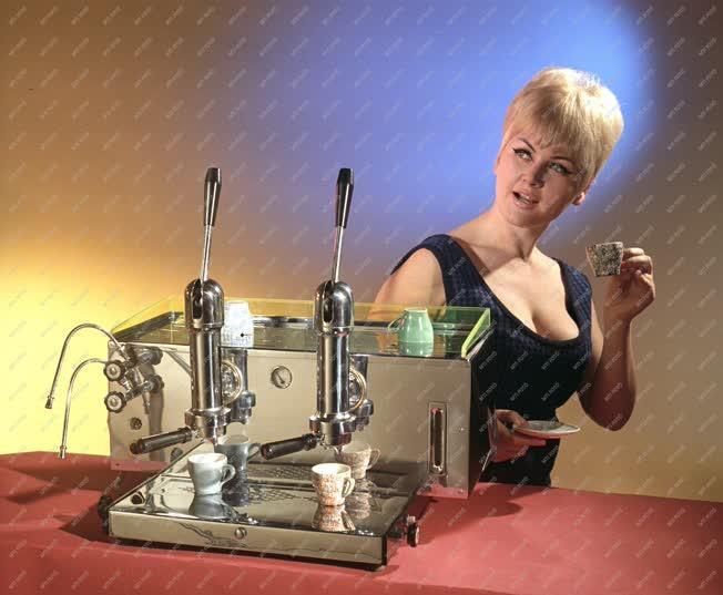 Reklám - Karos kávéfőzőgép