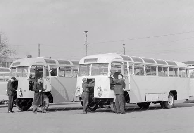Ipar - Ikarus buszok az olimpiai keret tagjai számára