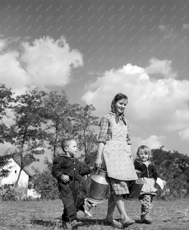 Életkép - Anya gyermekeivel