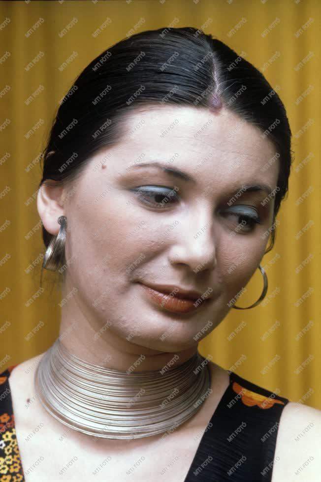 Személyek - Sass Sylvia