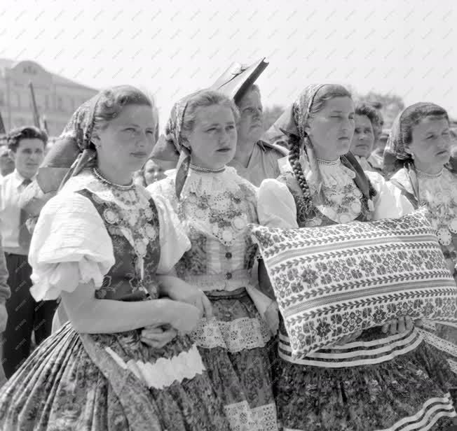 Belpoltika - Népek barátsága nagygyűlés Baján
