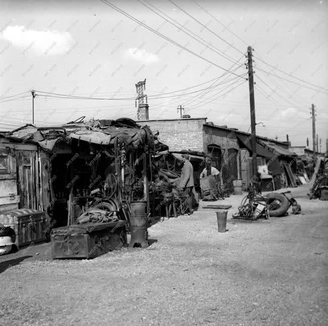 Kereskedelem - Az Ecseri úti használtcikk-piac