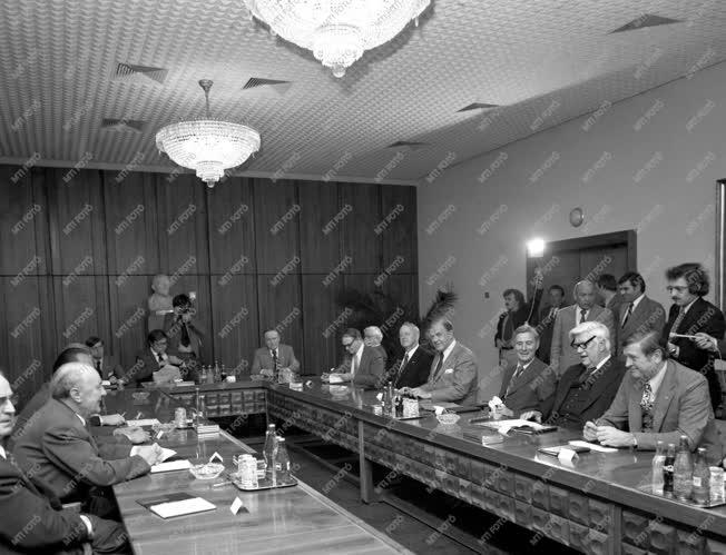 Diplomácia - Amerikai küldöttség Kádárnál