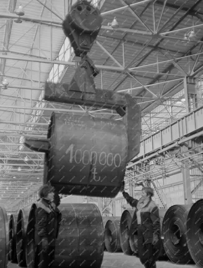 Ipar - Egymilliomodik tonna hengerelt finomlemez - Dunai Vasmű