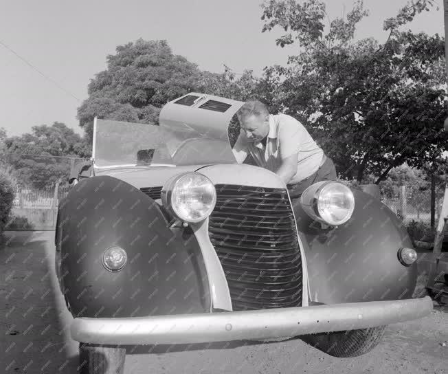 Hobbi - Közlekedés - Old timer autó