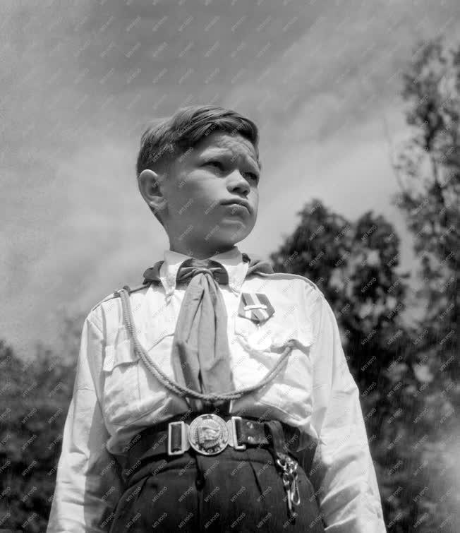 Ifjúság - Csillebérci úttörőtábor