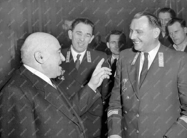 Belpolitika - Országgyűlés - Cenzúrázott kép 1955-ből