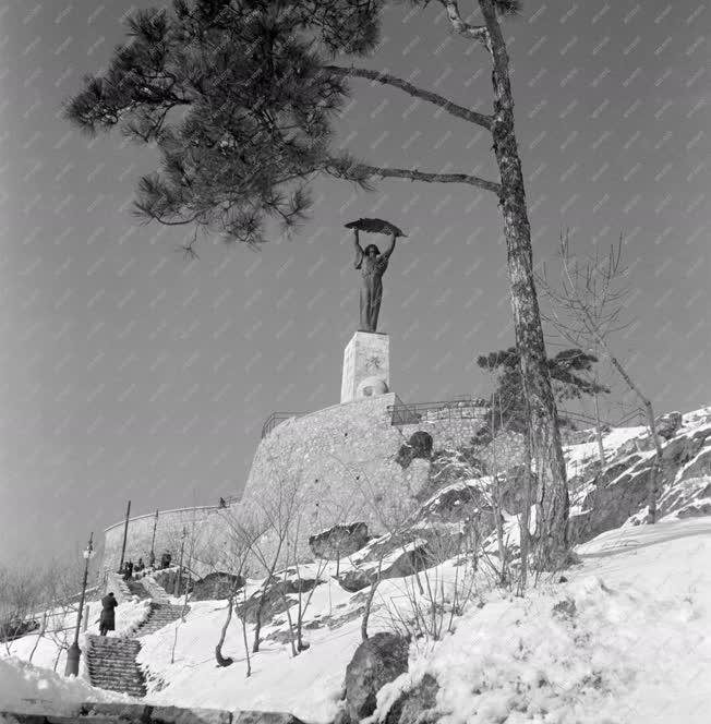 Városkép-életkép - A havas Gellért-hegy