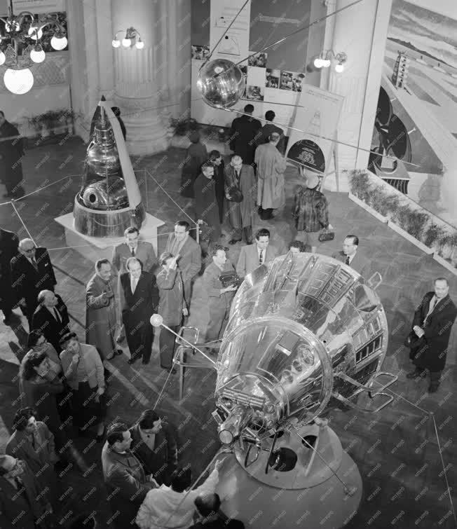 Kiállítás - A három Szputnyik kiállítás megnyitója