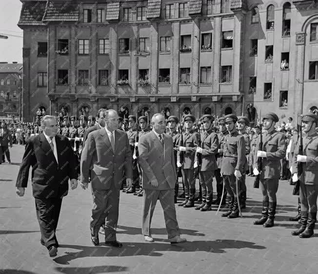 Külkapcsolat - A román párt- és kormányküldöttség Budapesten