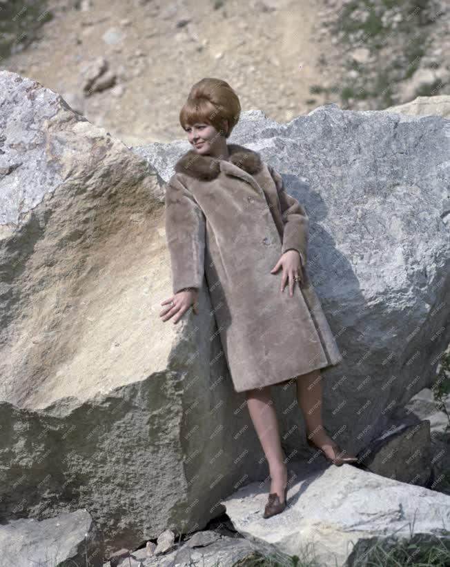 Divat - Női bunda bemutató