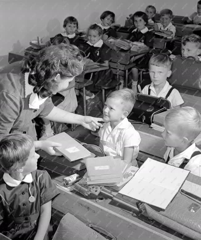 Oktatás - Kezdődik az iskola
